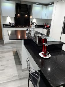 Quartz kitchen worktop and breakfast bar